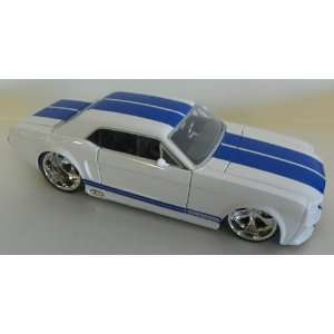 Jada Toys 1/24 Scale Diecast Big Time Muscle 1965 Ford
