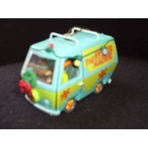 Shaggy & Scooby Doo in The Mystery Machine Christmas