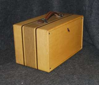 / VINTAGE GENERAL ELECTRIC GE BATTERY OPERATED TUBE RADIO   GB 440