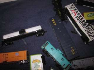 LOT OF HO SCALE FREIGHT CARS ROLLING STOCK PARTS & PIECES