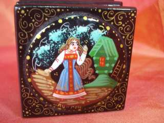 VINTAGE RUSSIAN HAND PAINTED WOODEN JEWELRY BOX