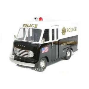 1950 Ford Step Van Police Wagon 1/24 Black & White: Toys & Games